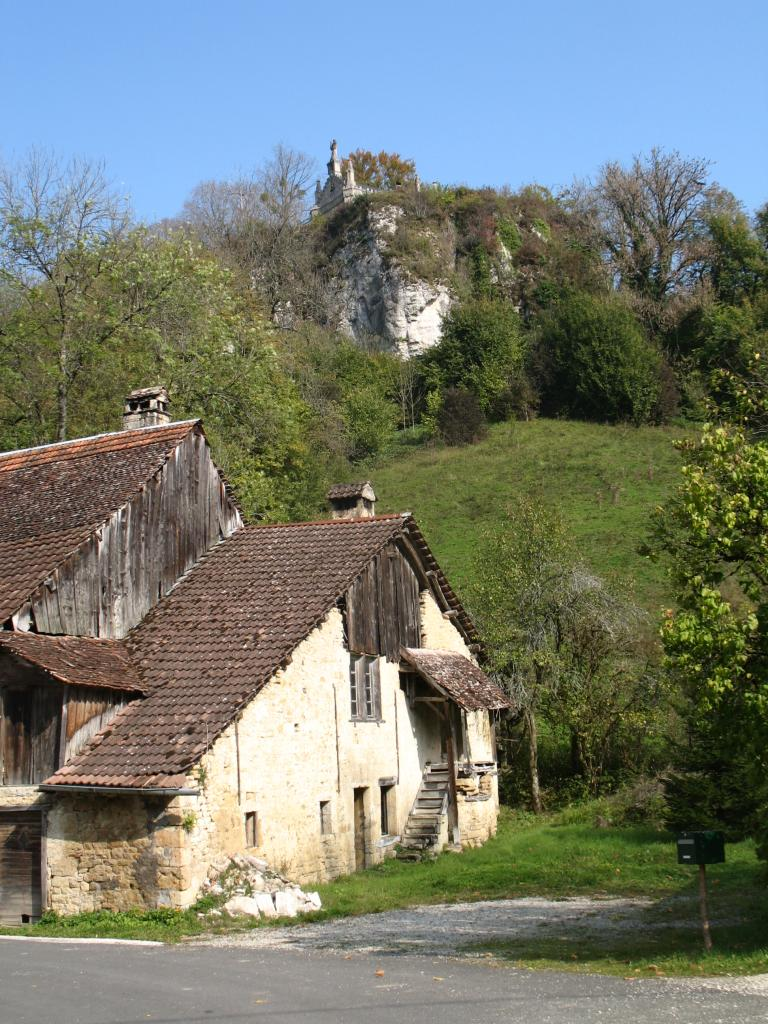 chapelle-perchee-st-eminfroid.jpg